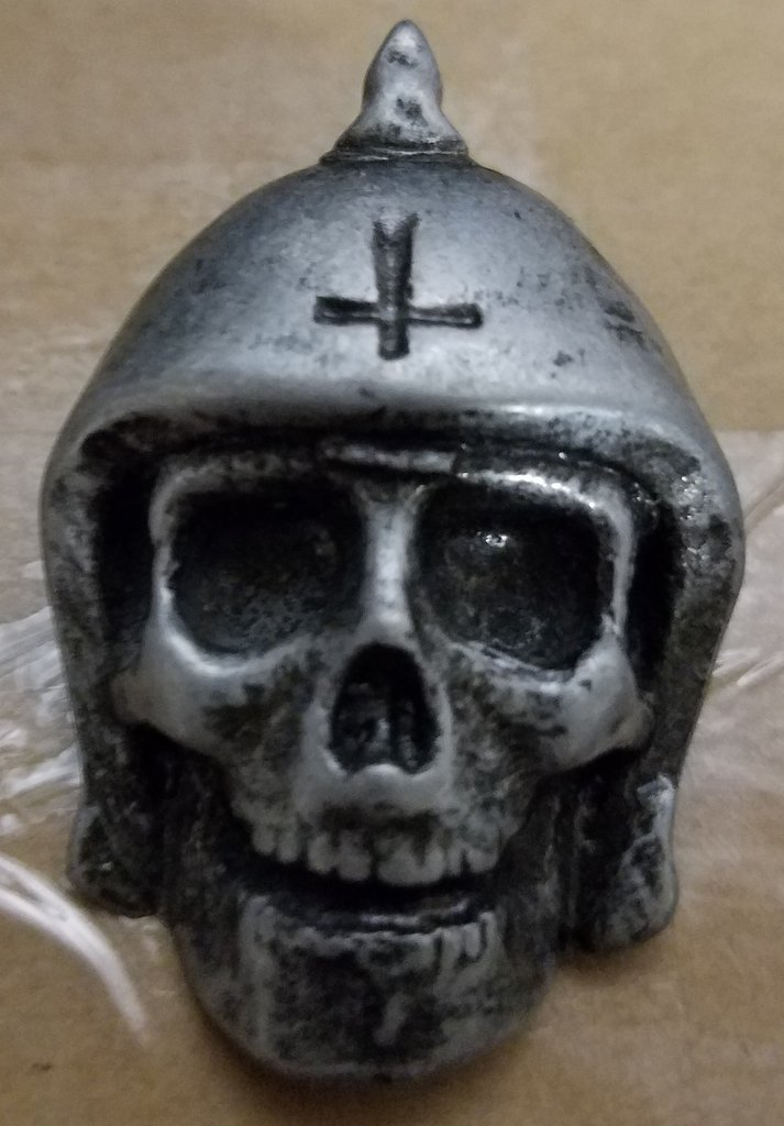 Broken Bones - Skull 3D - Metal Badge